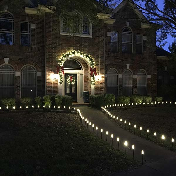 Outdoor holiday lighting in North Dallas