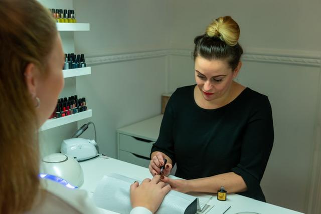 Manicure behandeling bij Stralend in Hengelo