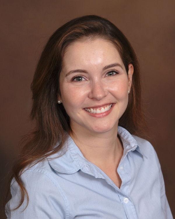 Dr. Gabriela Duraes
