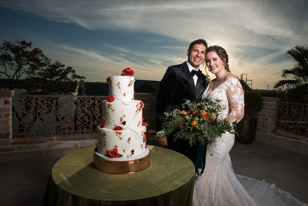 Happy Couple with their wedding cake