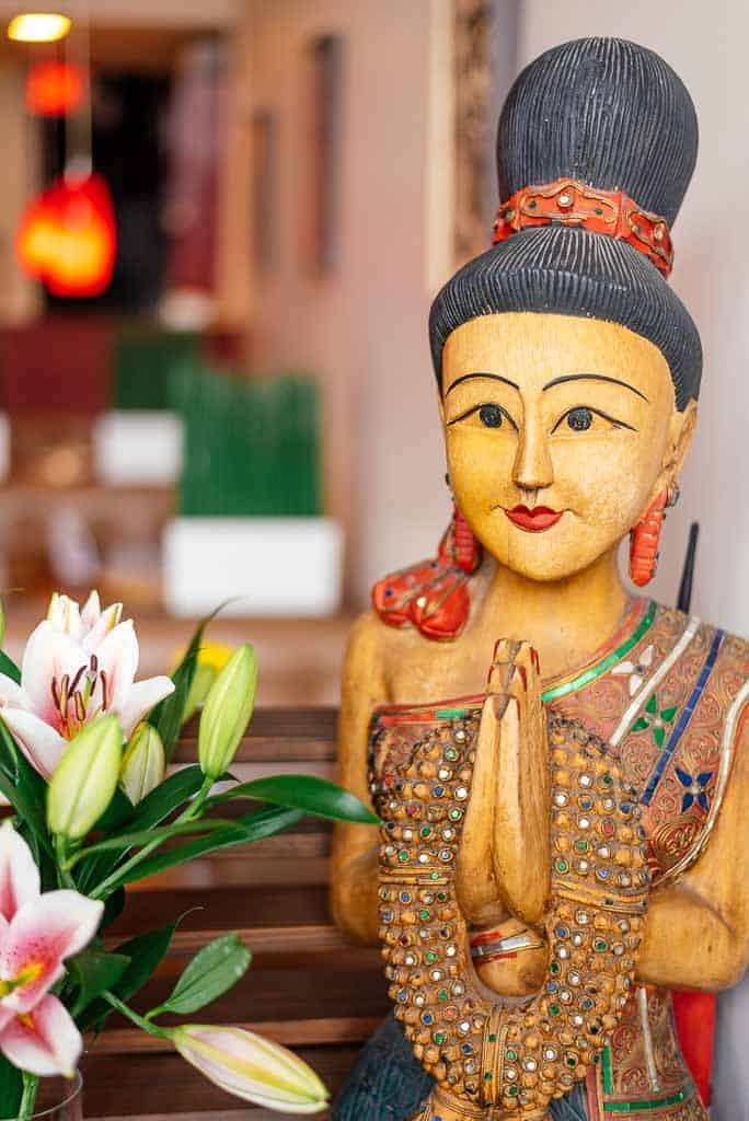A picture of traditional Thai woman statue in Sabai Thai Surrey restaurant