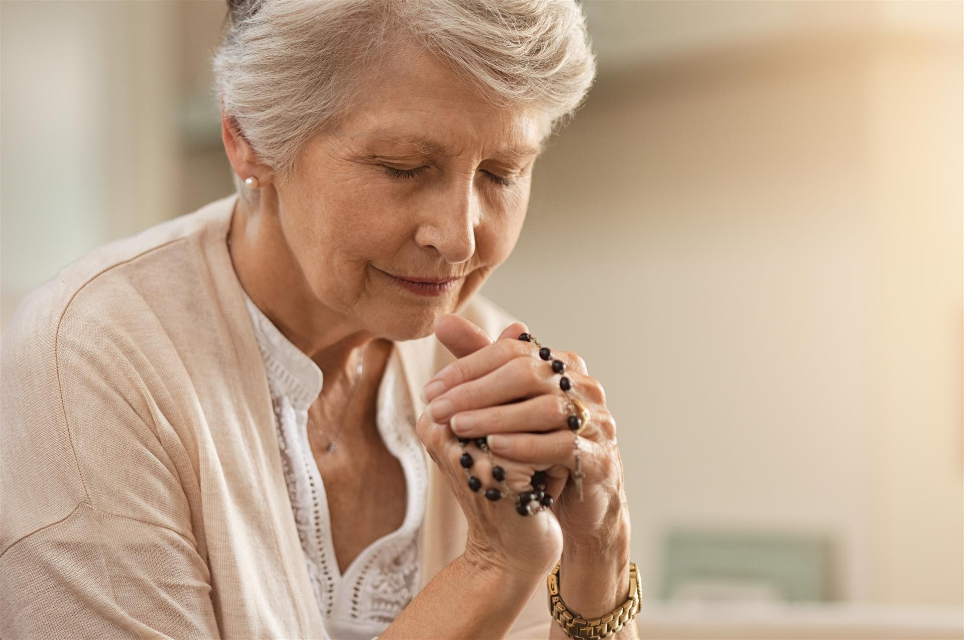 7 Tips for Incorporating Prayer into Your Assisted Living Routines