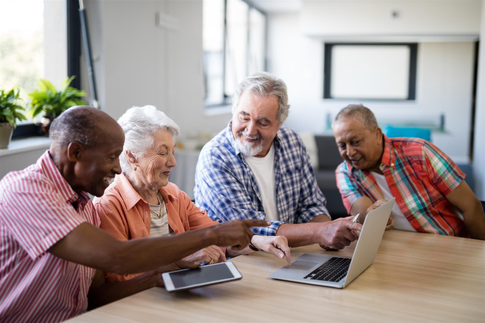 5 Ways Seniors Can Use Technology to Enhance the Assisted Living Experience