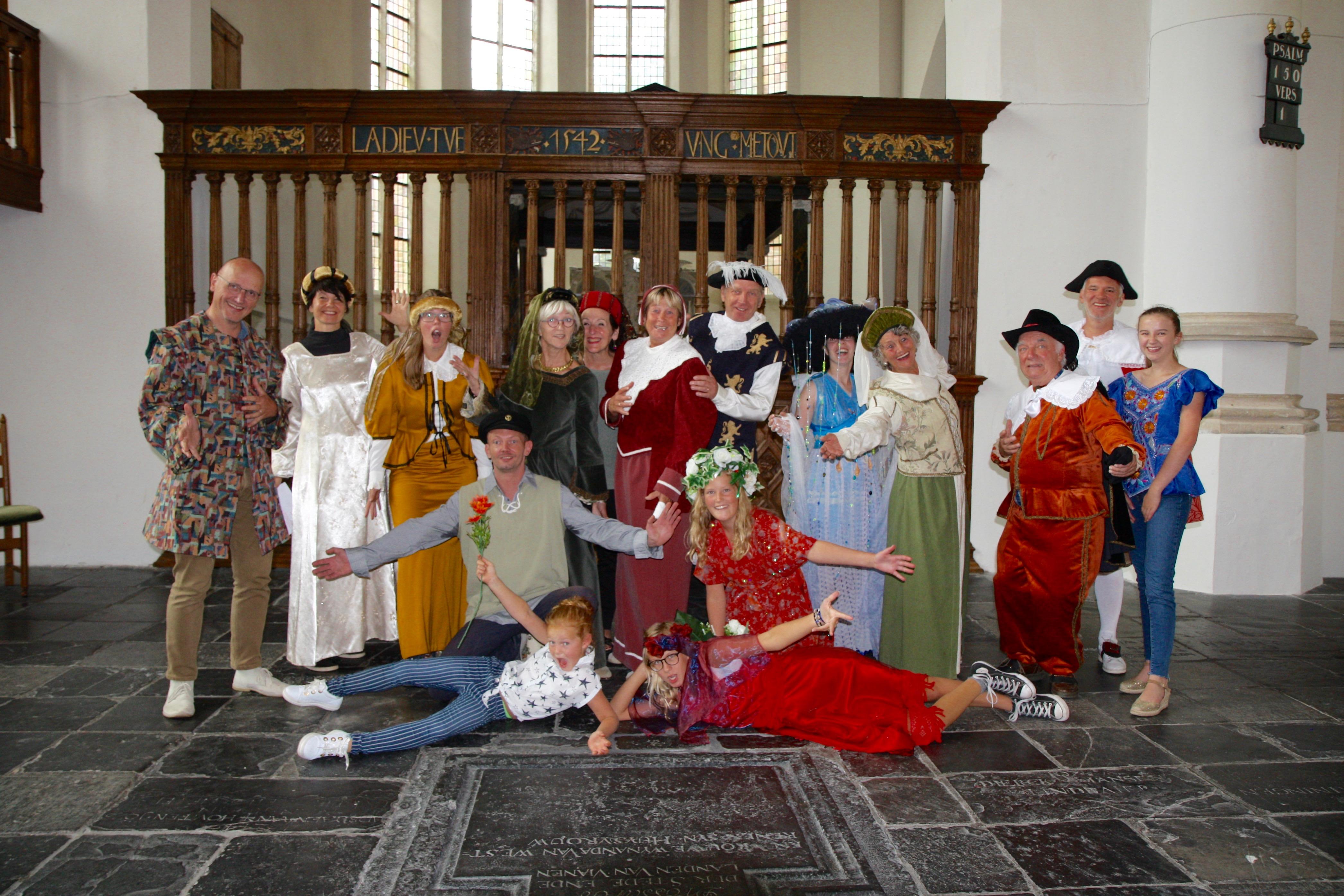 Samen op de foto in de grote Kerk Vianen