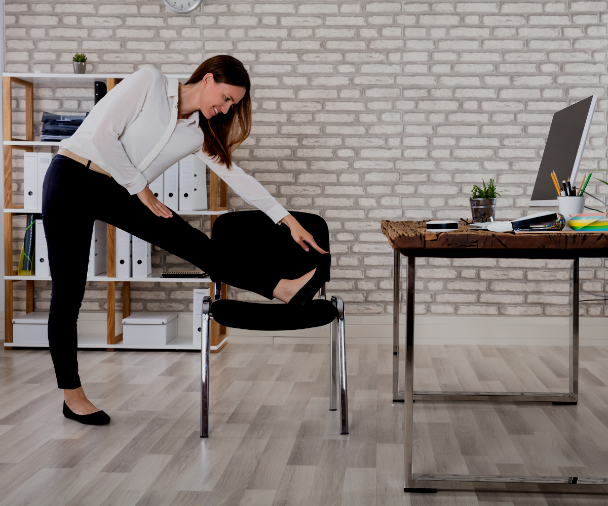 Unfortunately, most of our jobs require us to be sedentary, so how can you balance your desk job with your health? What are some tips to stay fit while working at your desk? Follow these helpful tips to help stay fit and active at your desk!