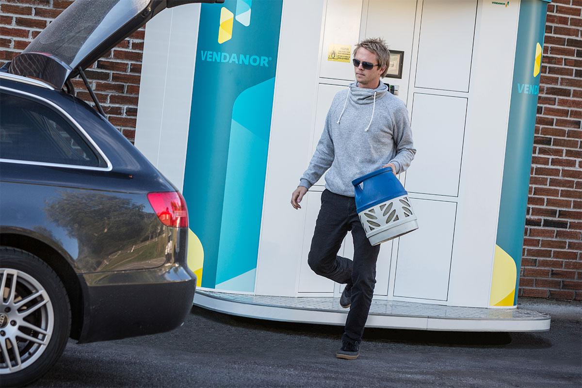 sikrer at kundene kan kjøpe propanflasker når de vil.