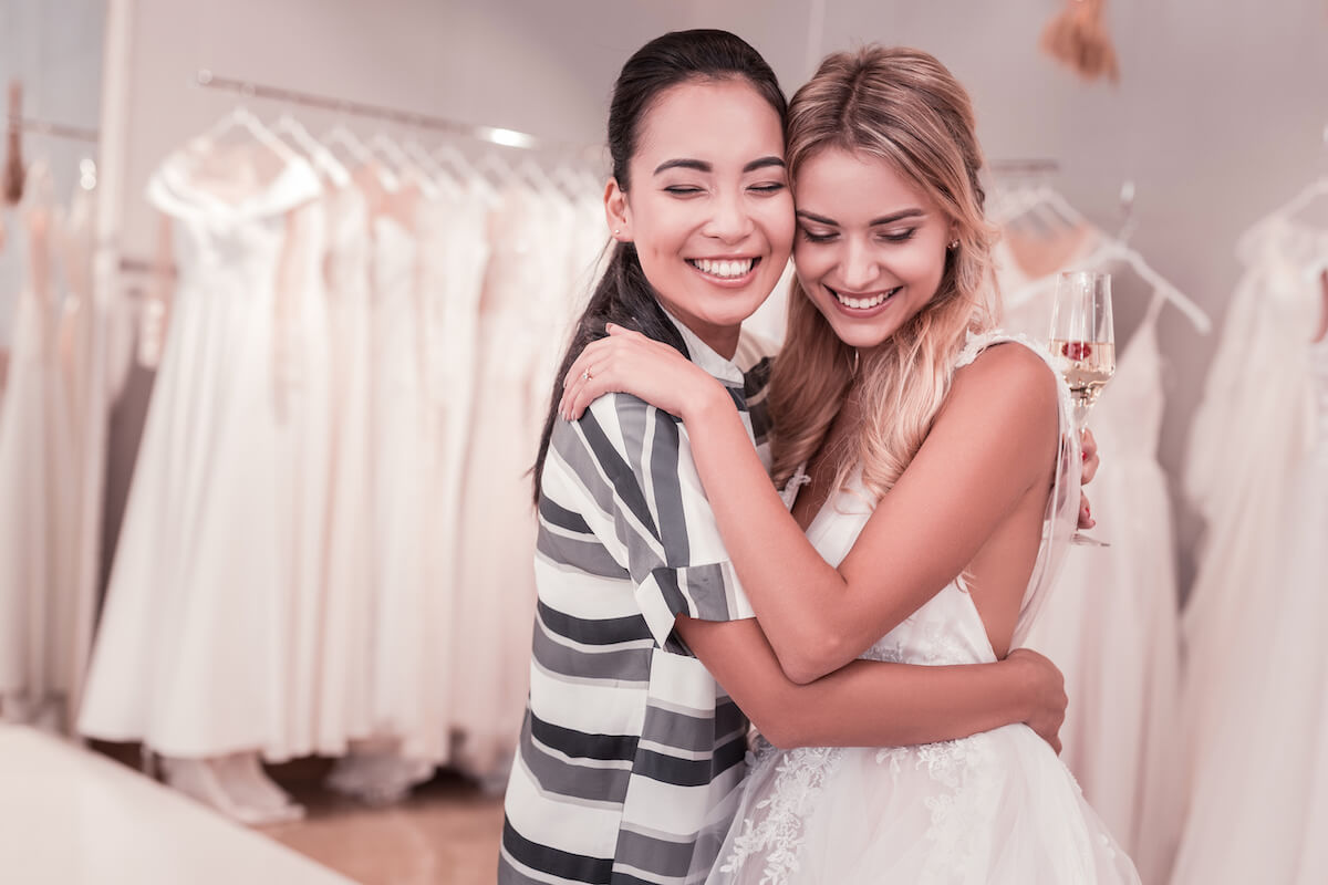 maid of honor duties: two women hugging