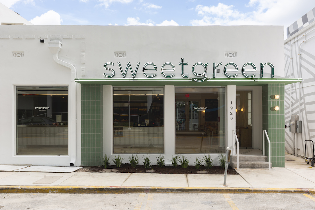 photo of the sweetgreen Sunset Harbour storefront exterior
