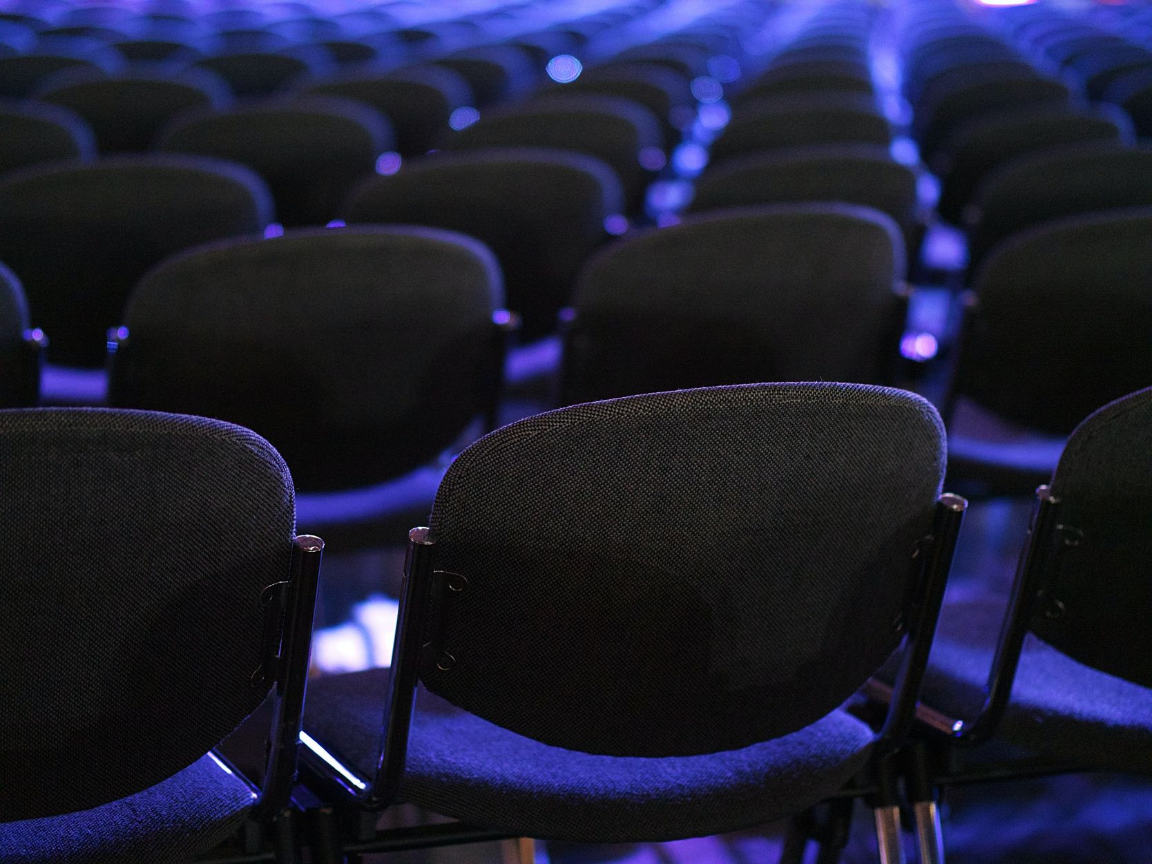 Faced with a capacity audience for their AI conference early in 2020 and wishing to extend the reach of the event far and wide, our client (a Global institution) asked us for a solution.