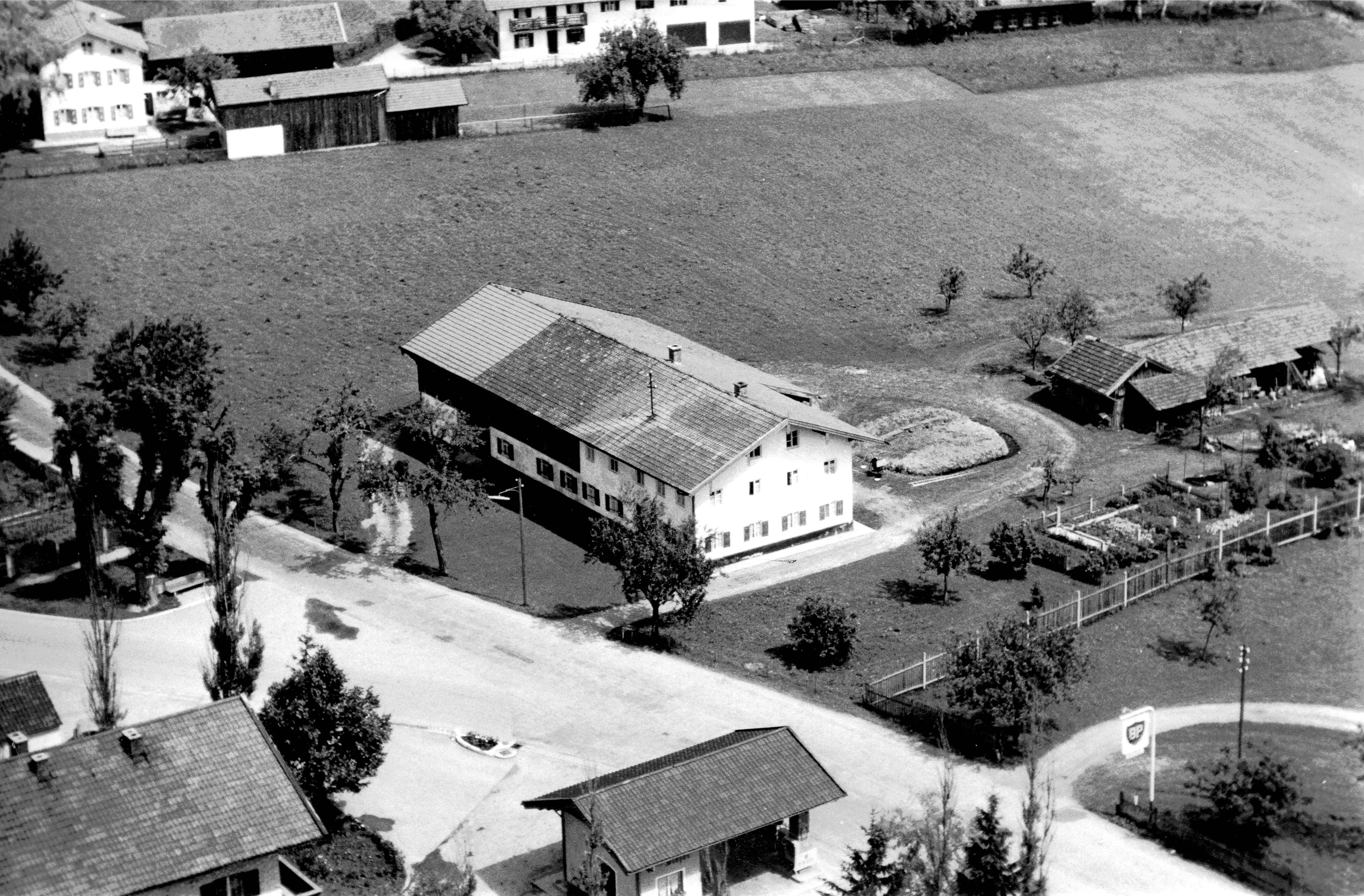 Historische Luftaufnahme vom Kerschbaumerhof Grafing