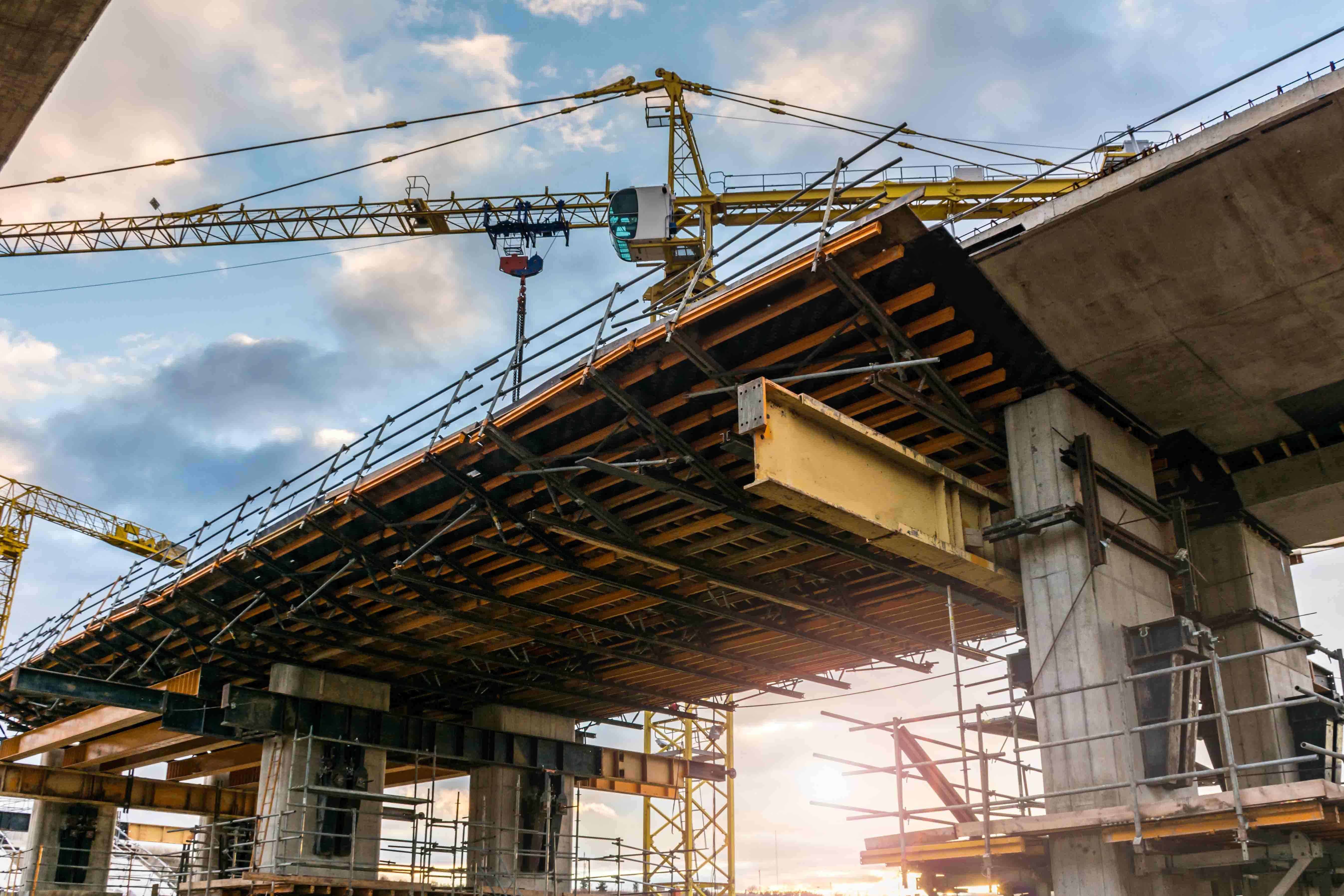 Ein Unternehmen der Bauindustrie verzettelte sich durch eine internationale Expansion und neue Geschäftsbereiche. CIC Consultingpartner erstellte das Sanierungskonzept und verantwortete dessen Umsetzung als CRO und CFO. Das Unternehmen wurde erfolgreich konsolidiert und strategisch neu ausgerichtet. Die Refinanzierung wurde durch die Überführung des Sicherheitenpools in eine Anschlusskonsortialfinanzierung gesichert.