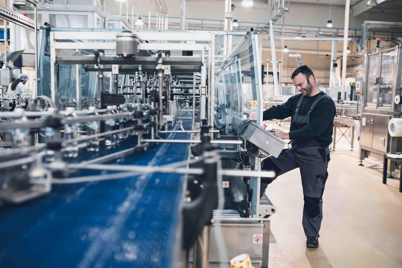Ein börsennotierter, international tätiger Kunststoffverarbeiter forcierte eine weltweite Konsolidierungsstrategie. CIC Consultingpartner unterstützte das Unternehmen in der Integration des größten Wettbewerbers. Die Schwerpunkte lagen in der Reallokation des Prouktportfolios sowie in der Definition und Umsetzung des globalen Production Footprints.