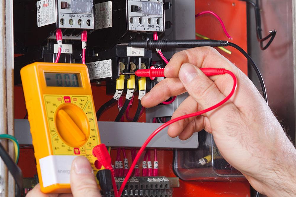 A technician using an altimeter