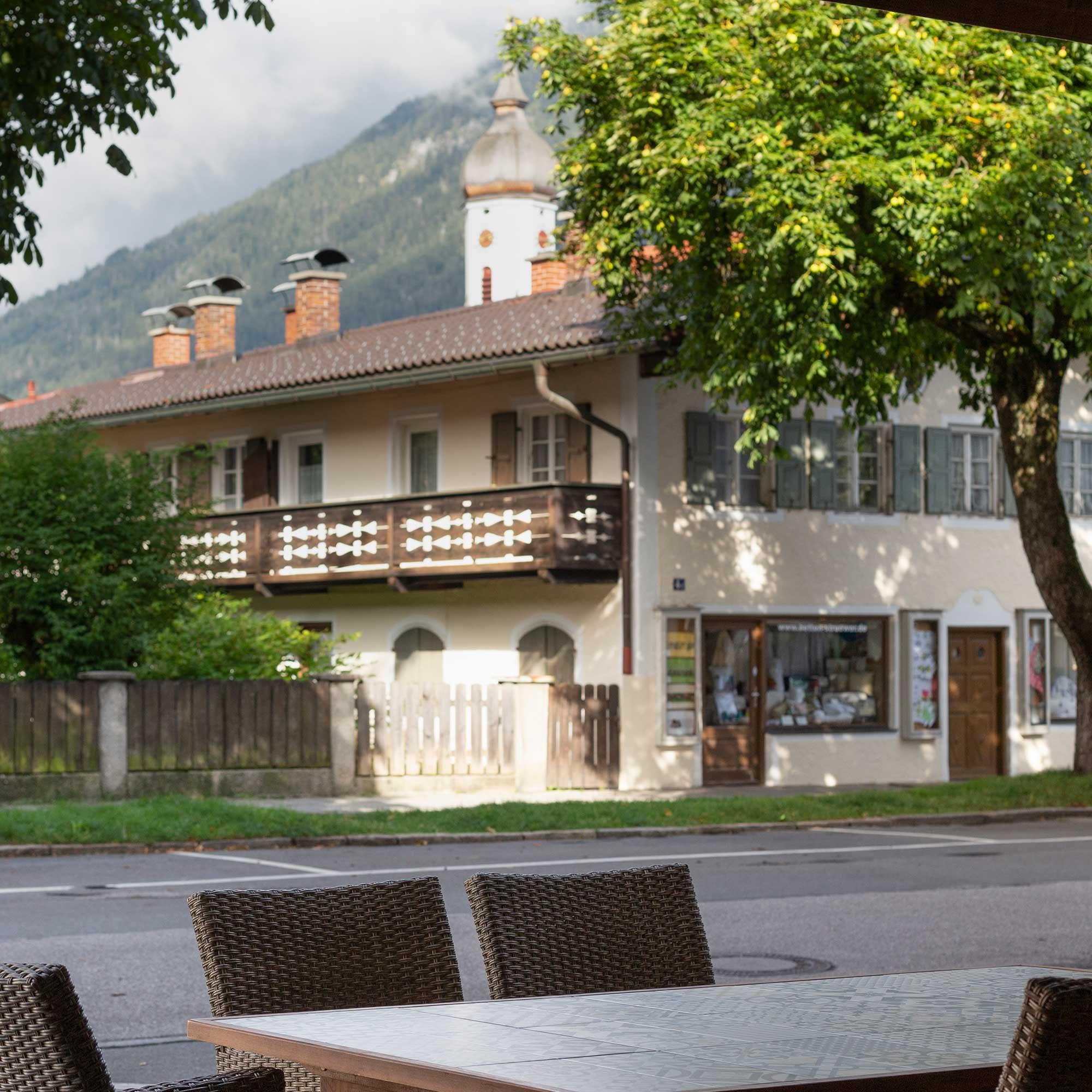Garmisch Partenkirchen mit Blick auf Kirche