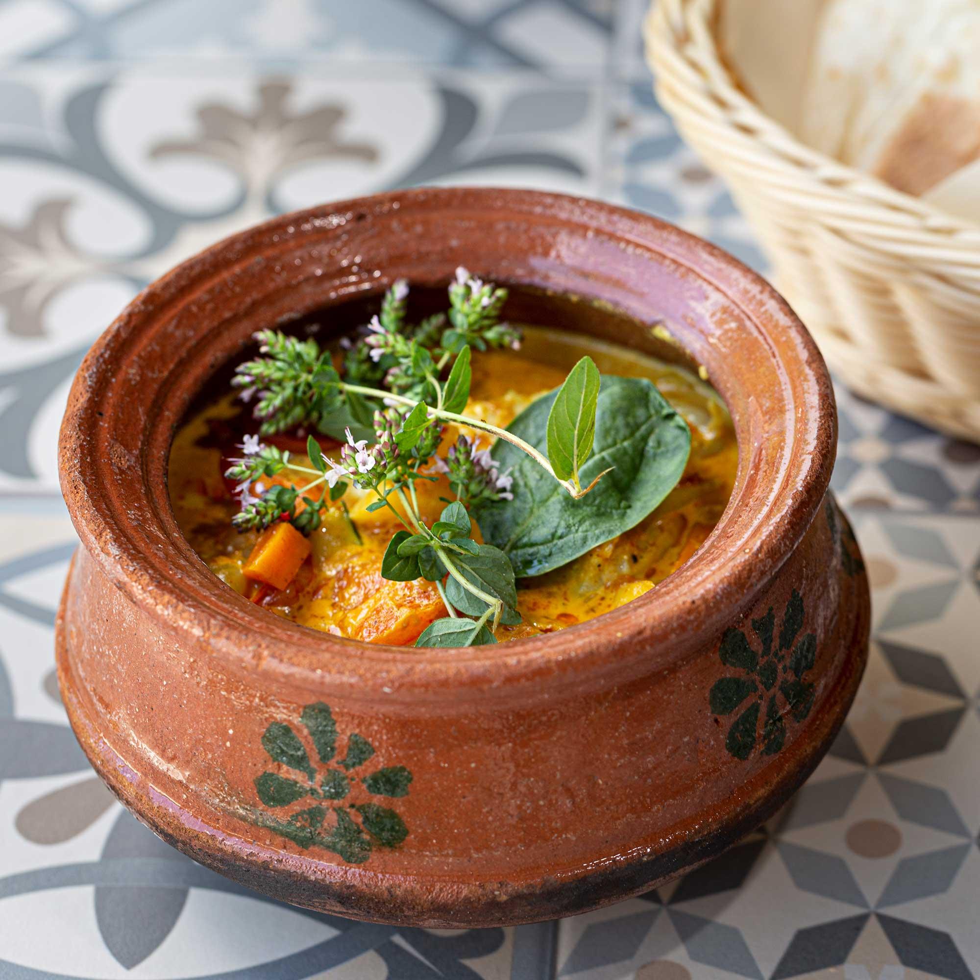 Vegetarisches Curry im Tontopf