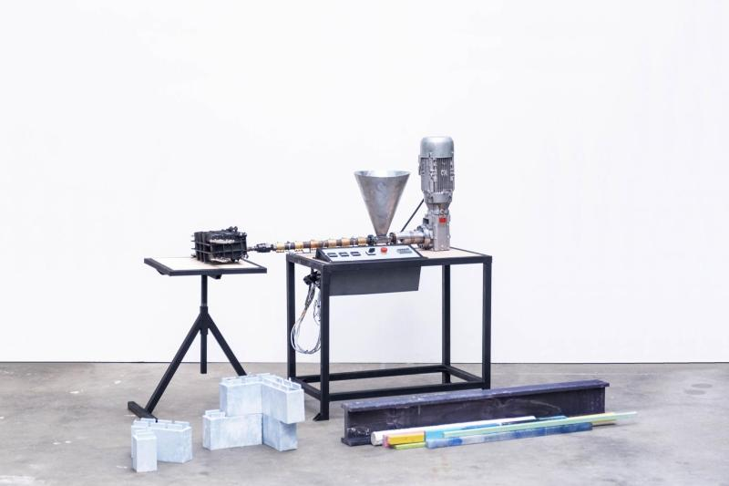Precious Plastic Extrusion machine with some extruded bricks and beams