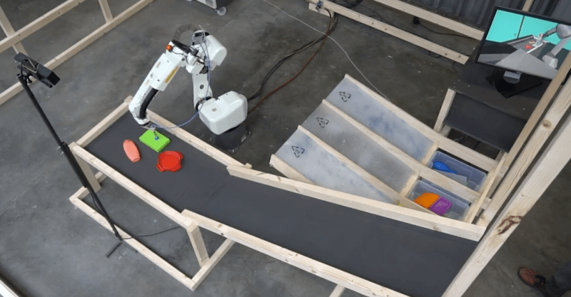 Robot sorting plastic