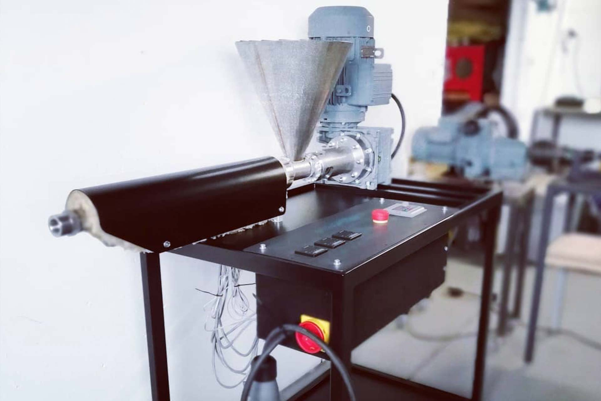 extruder machine to recycle plastic