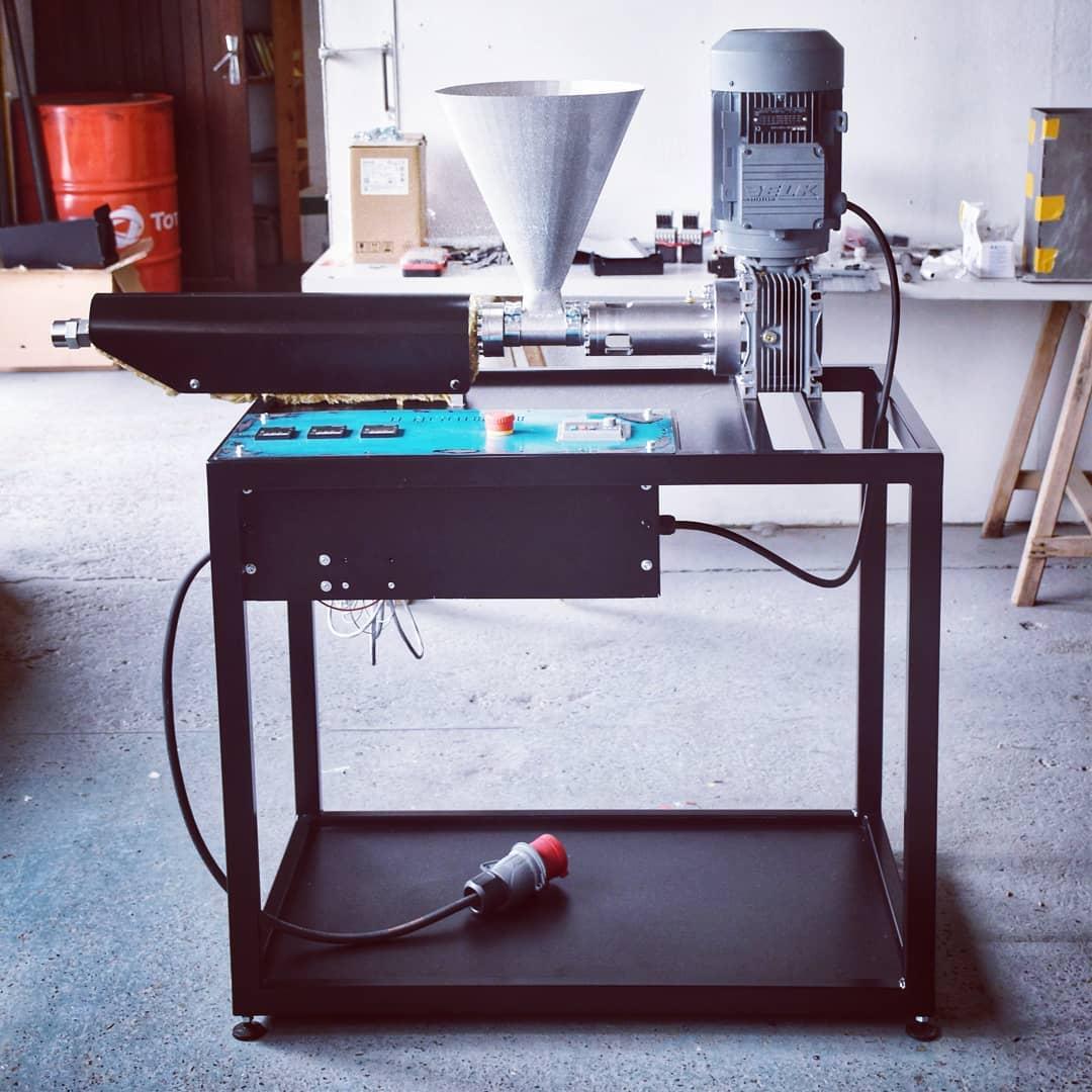 Precious Plastic extrusion machine