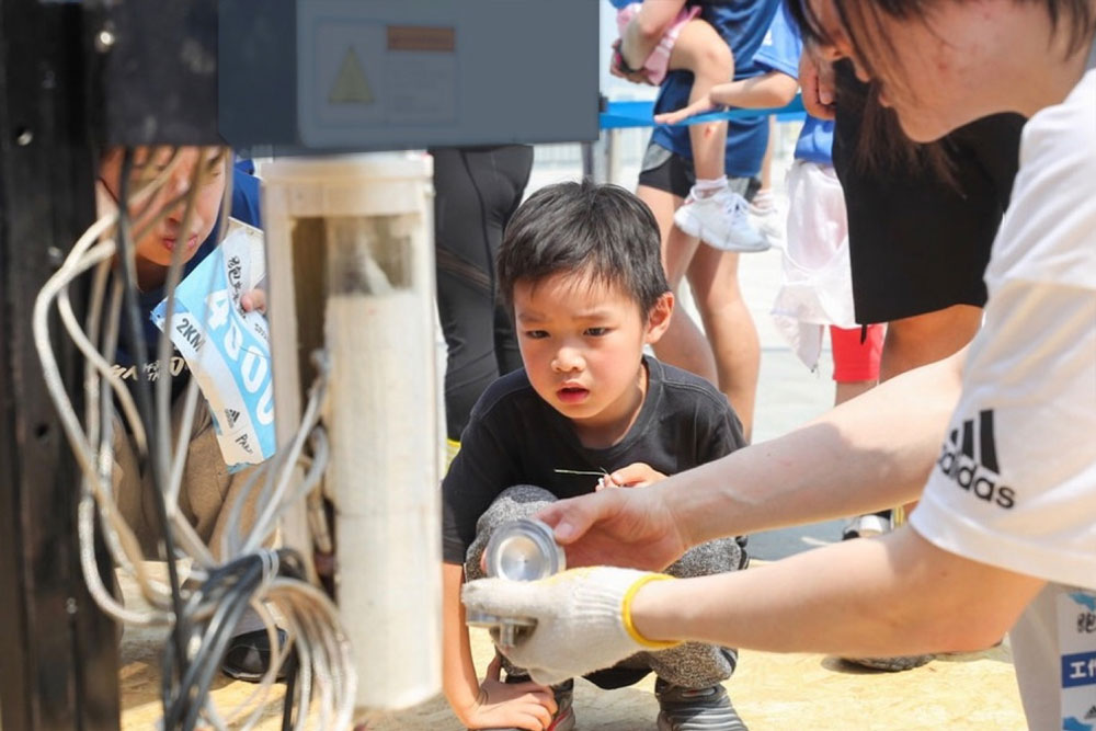 kid learning plastic recycling