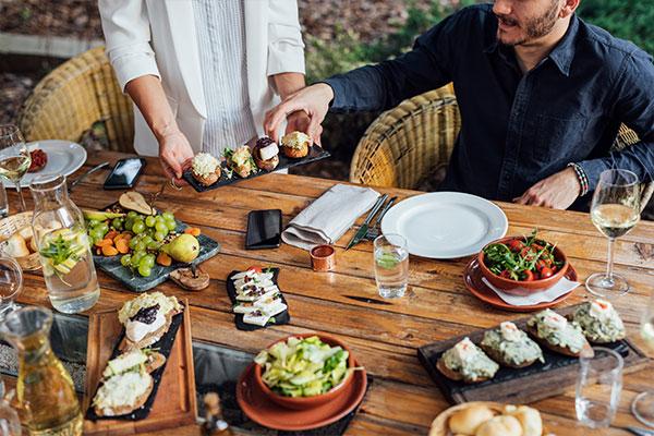 opakowania i sztućce oraz kubki, szklanki dla gastronomii i garmażerii