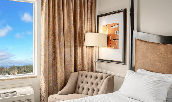 Northside Queen Bedroom - Sofa with lamp next to the window