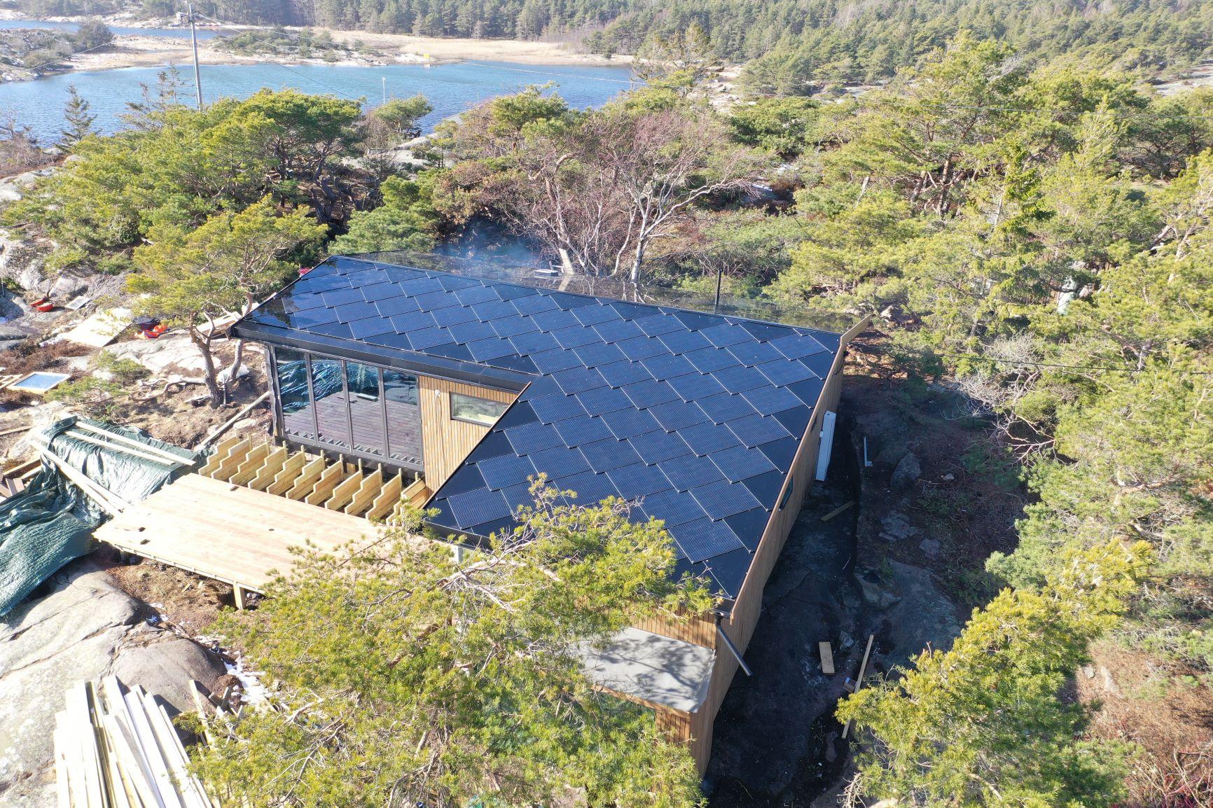 Solcelletakstein på hyttetak