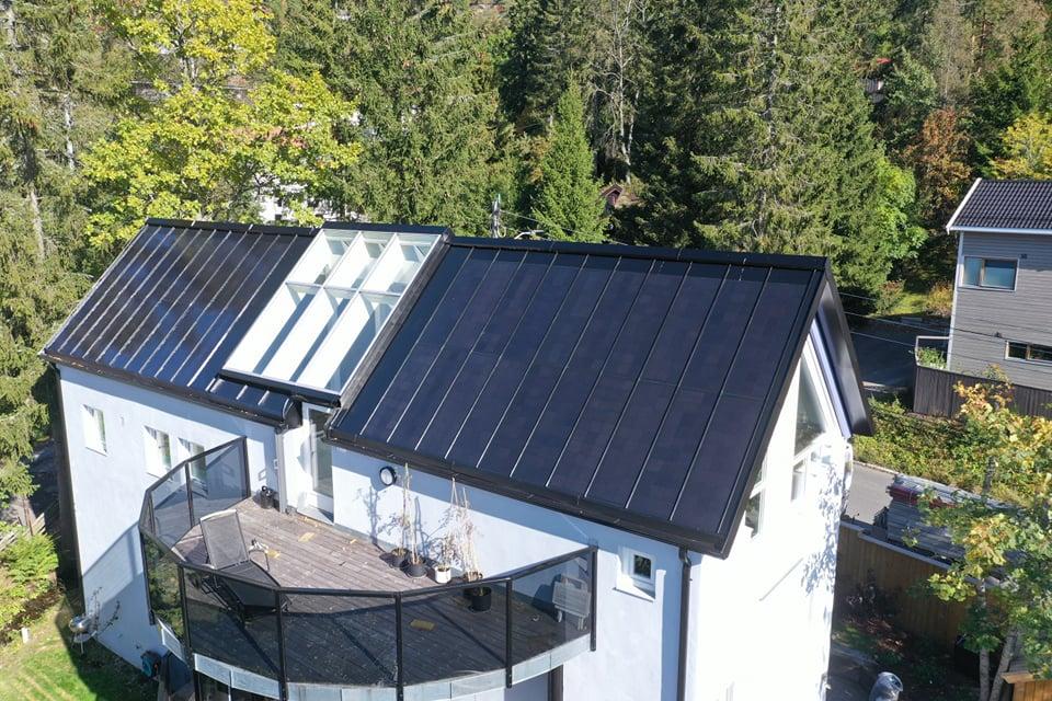 Båndtekking med solceller fra Roofit