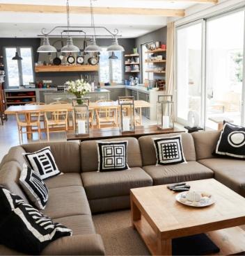 Living room kitchen.
