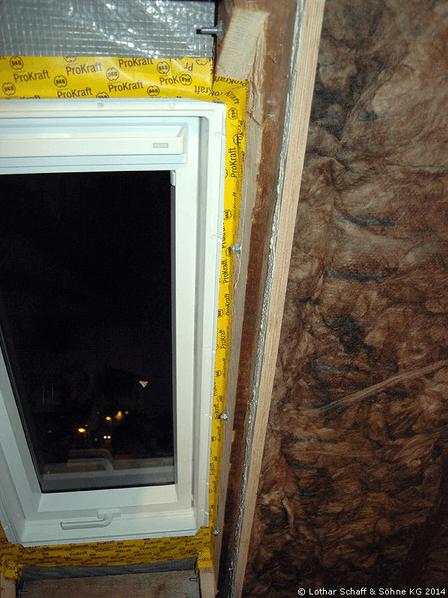 Montage eines neuen Dachfensters