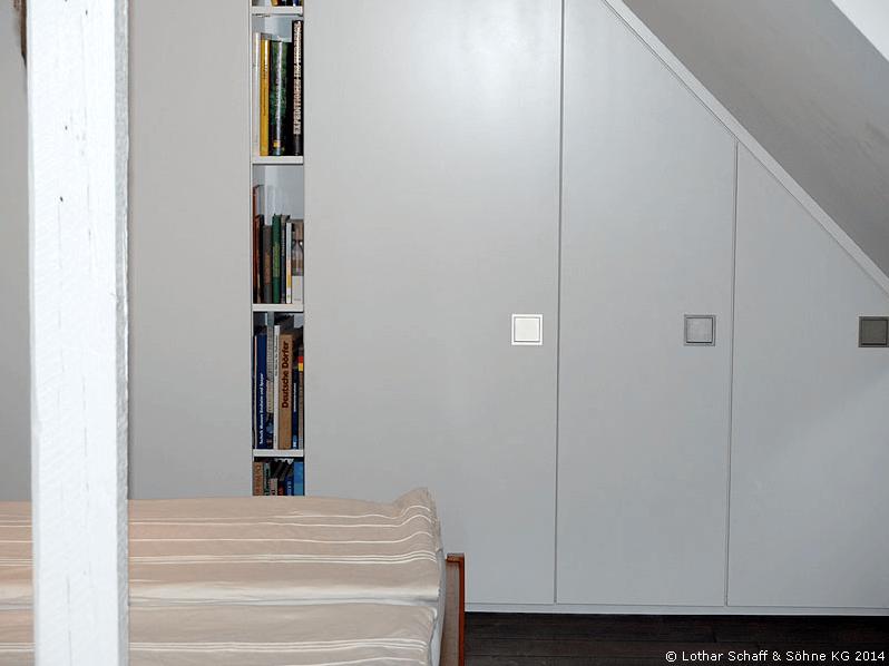 Wandschrank auf der Giebelseite