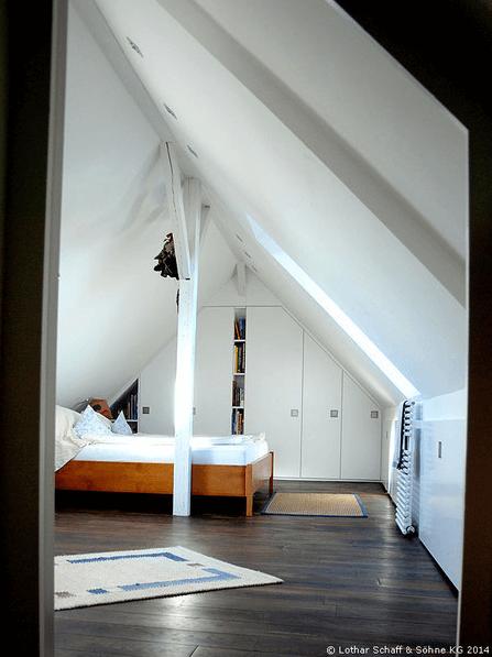 Dachboden mit Mittelstütze in weiß