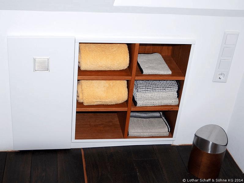 Platzsparende Fächer für Handtücher