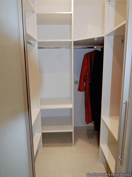 Kleiderschrank mit Schiebetür in Aluminium-Schiene
