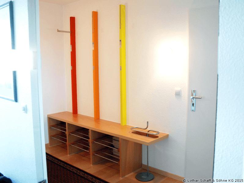 Bunte, raumsparende Garderobe mit vielen Funktionen