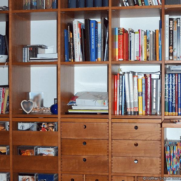 Bücherregal aus massivem Kirschbaum-Holz