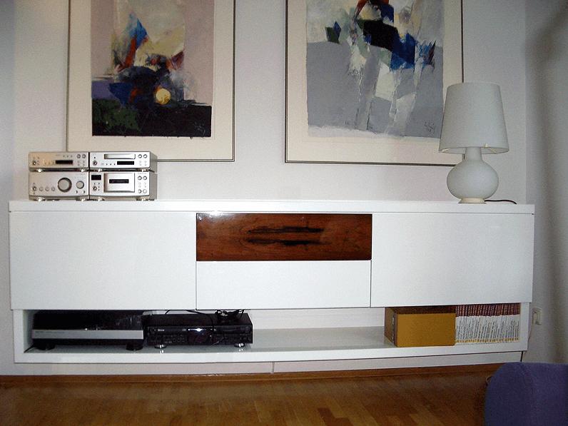 Hifi-Schrank in weiß mit Dekor-Schublade