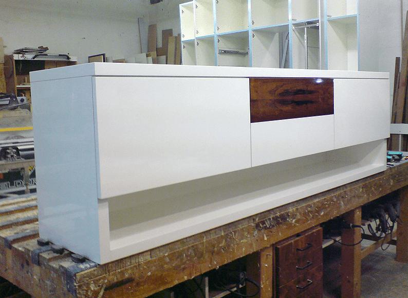 Phono-Schrank in der Werkstatt kurz vor Auslieferung