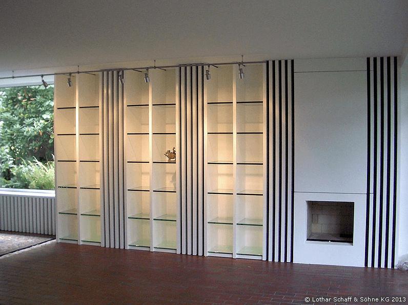 Einbauschrank mit Glasböden und Innenbeleuchtung