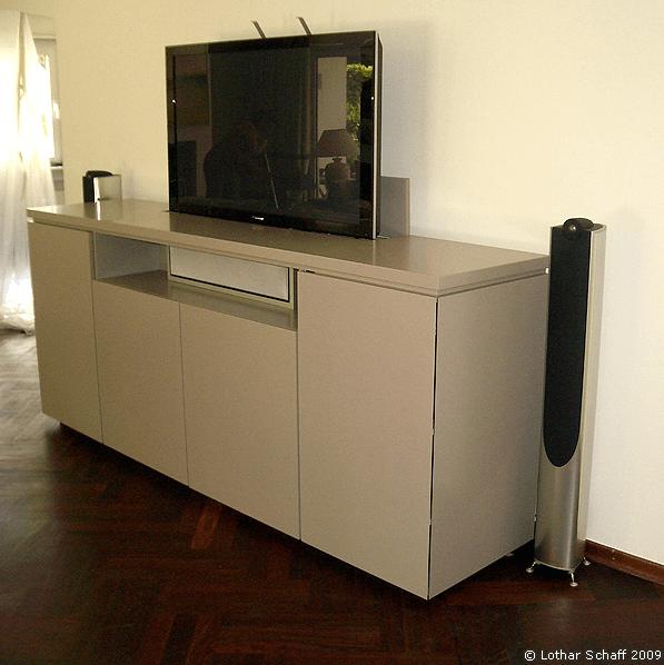 TV-Schrank mit gruer Lackeirung