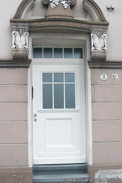 Hauseingangstür nach historischen Vorlagen mit Oberlicht aus Ornament-Rohglas