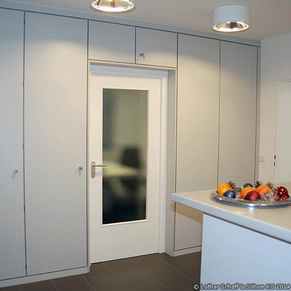 Büro Raumteiler mit Schränken und Durchgangstür