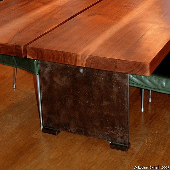 Tischfüße aus rostigem Stahl