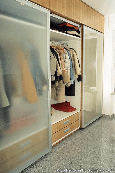 Garderoben-Schrank mit Bambus-Holz, Schiebetüren und satiniertem Glas