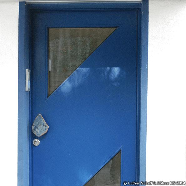 Blaue Haustür mit Buchenfurnier und Chinchilla-Glas