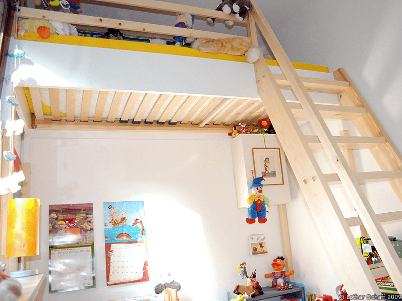 Hochbett mit Treppe für Kinder und Jugendliche