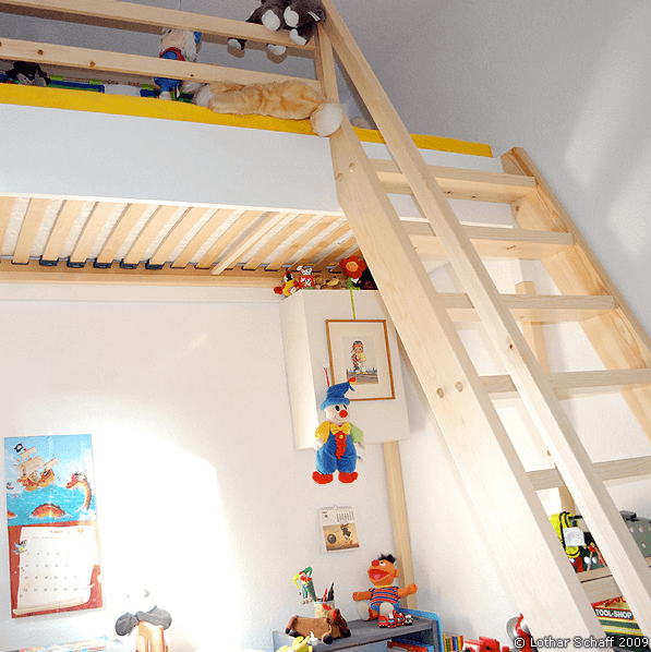 Hochbett mit Treppe aus Kiefernholz
