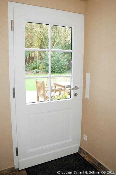 Zweifarbige Gartentür mit Mehrfach-Verglasung