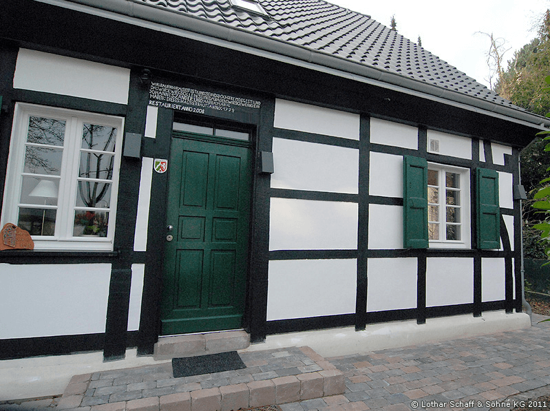 Grüne Tür aus Meranti-Holz