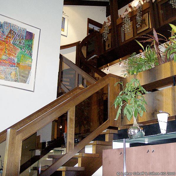 Braune Treppe aus Eiche